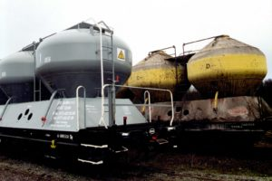 Wagon specjalny 451.1M - porównanie